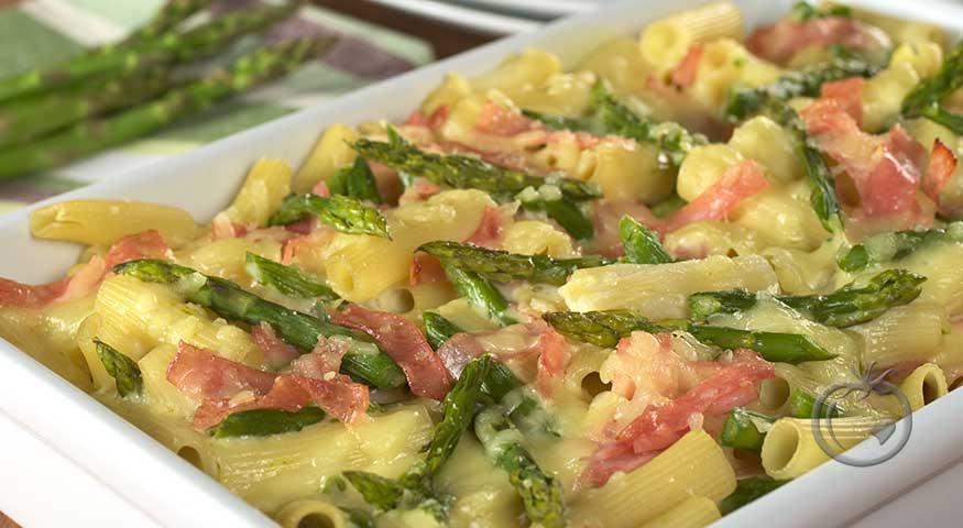 Deilig pastagrateng med asparges og skinke