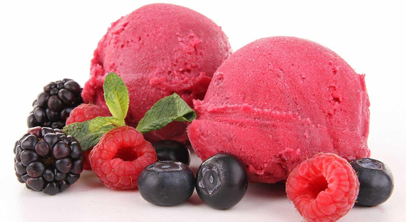 Yoghurtis med bær