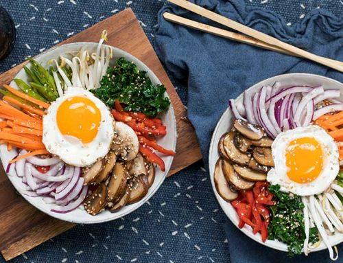 Bibimbap med grønnsaker og egg