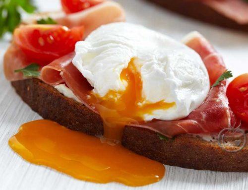 Posjert egg med spekeskinke