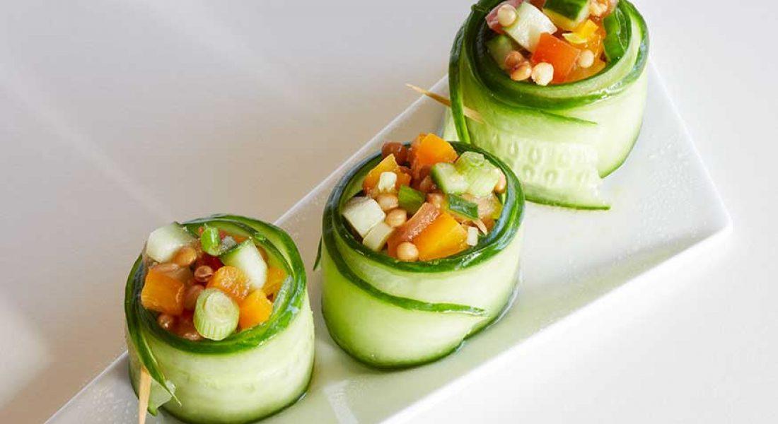 Agurkruller-med-tomat-og-linsesalat-1