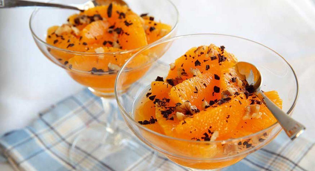 Appelsinfileter med revet mork sjokolade og nøtter