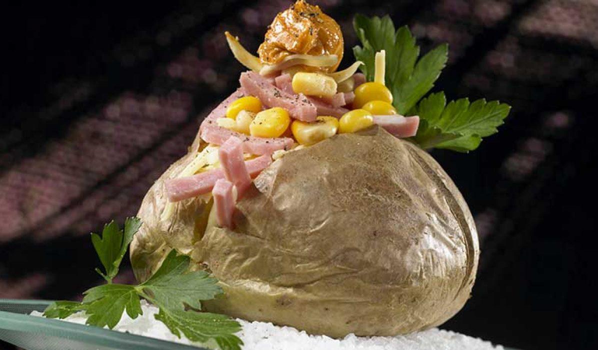 Bakt-potet-med-mais-ost-og-bacon-1