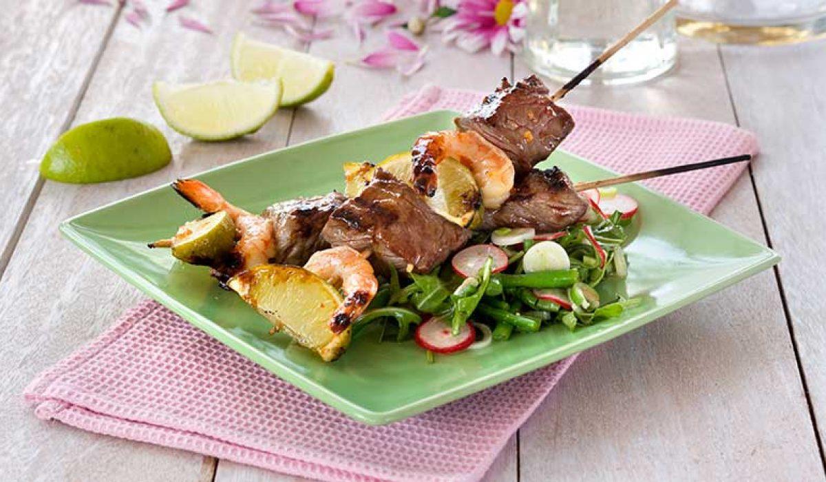 Biff- og scampispyd med asiatisk salat
