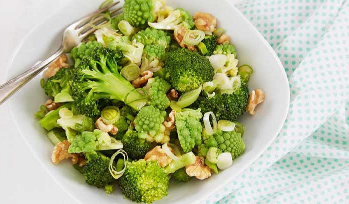 Brokkolisalat-med-romanesco-og-valnøtter-1