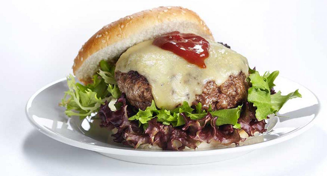 Cheeseburger med bbq saus