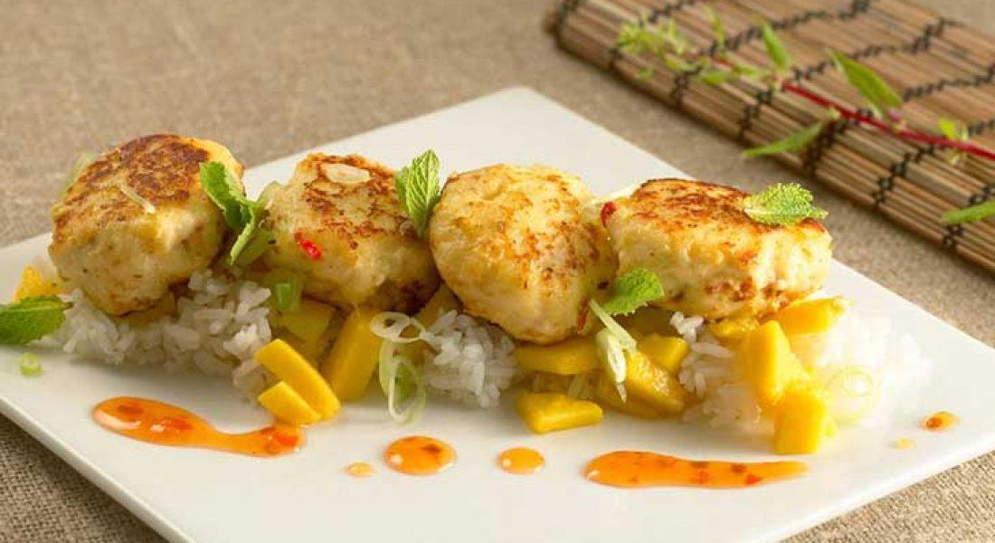 Chilifiskeboller med ris og mango