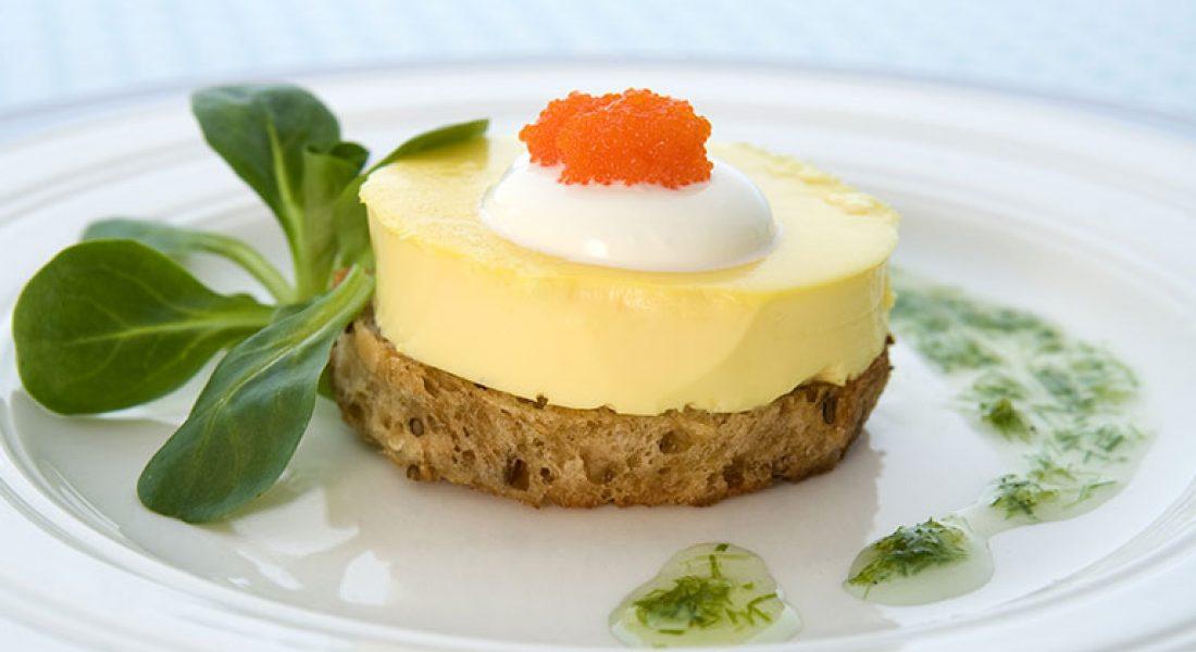 Egg royal med crème fraîche og løyrom