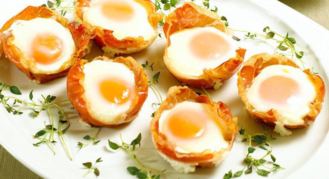 Egg og skinke i muffinsformer