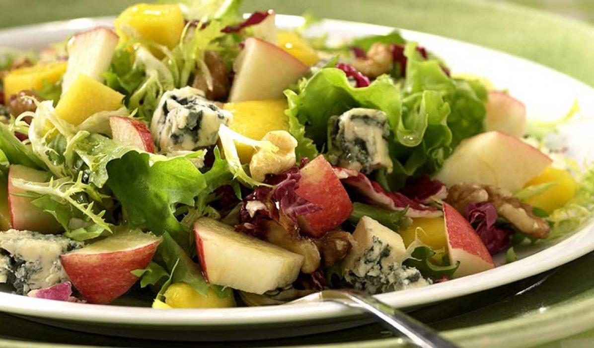 Eple-mango-og-blåostsalat-1