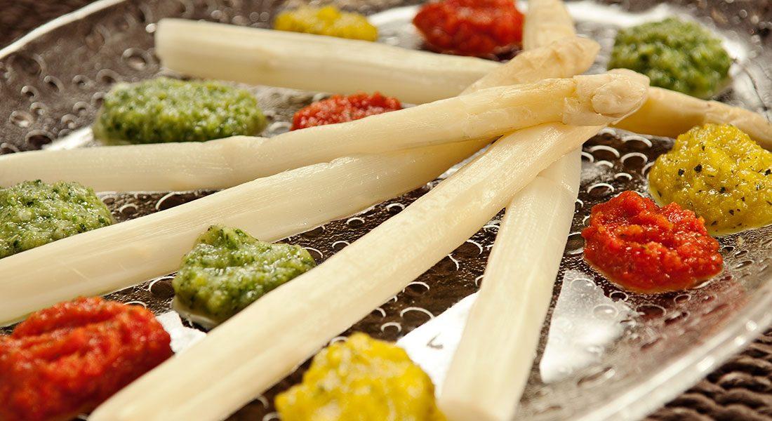 Fargepalett med hvit asparges