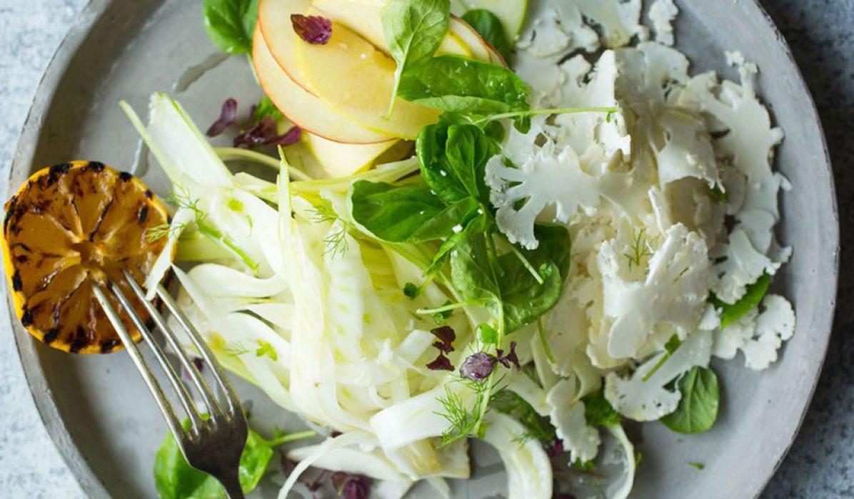 Florlett blomkål, eple og fennikelsalat