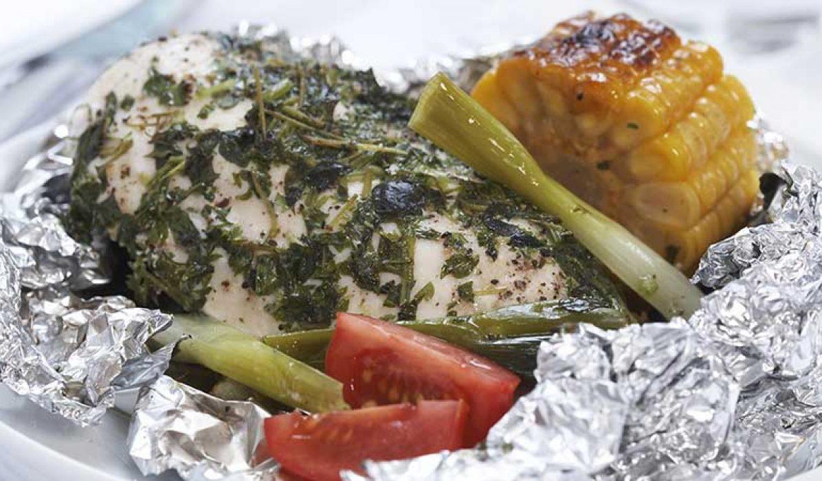 Foliegrillet-kyllingfilet-med-urter-1