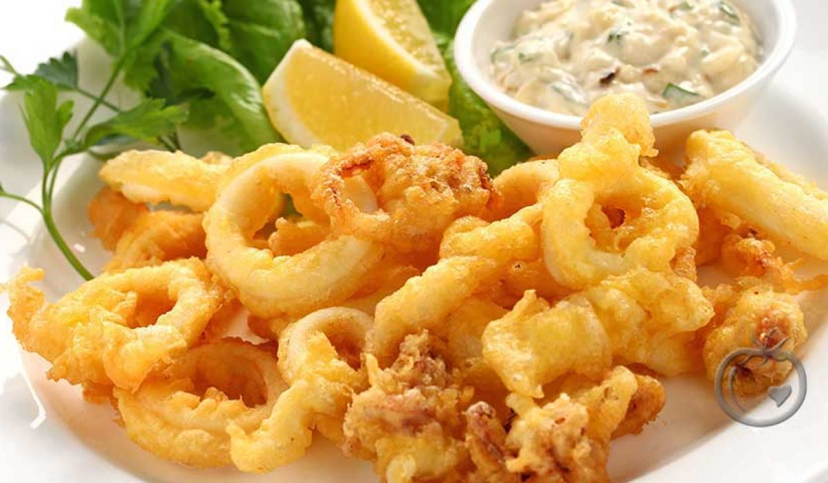Frityrstekt blekksprut med tartasaus