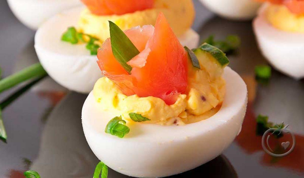 Fylte egg med røkelaks