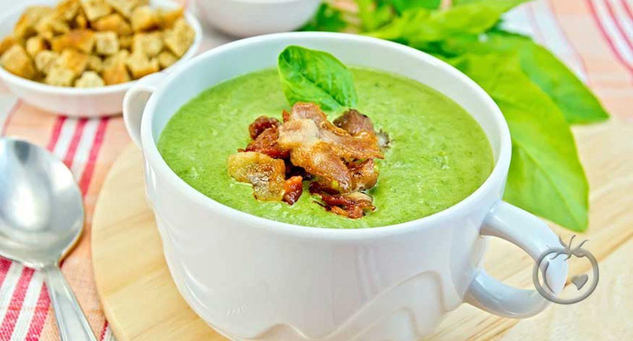 Grønn ertesuppe med bacon