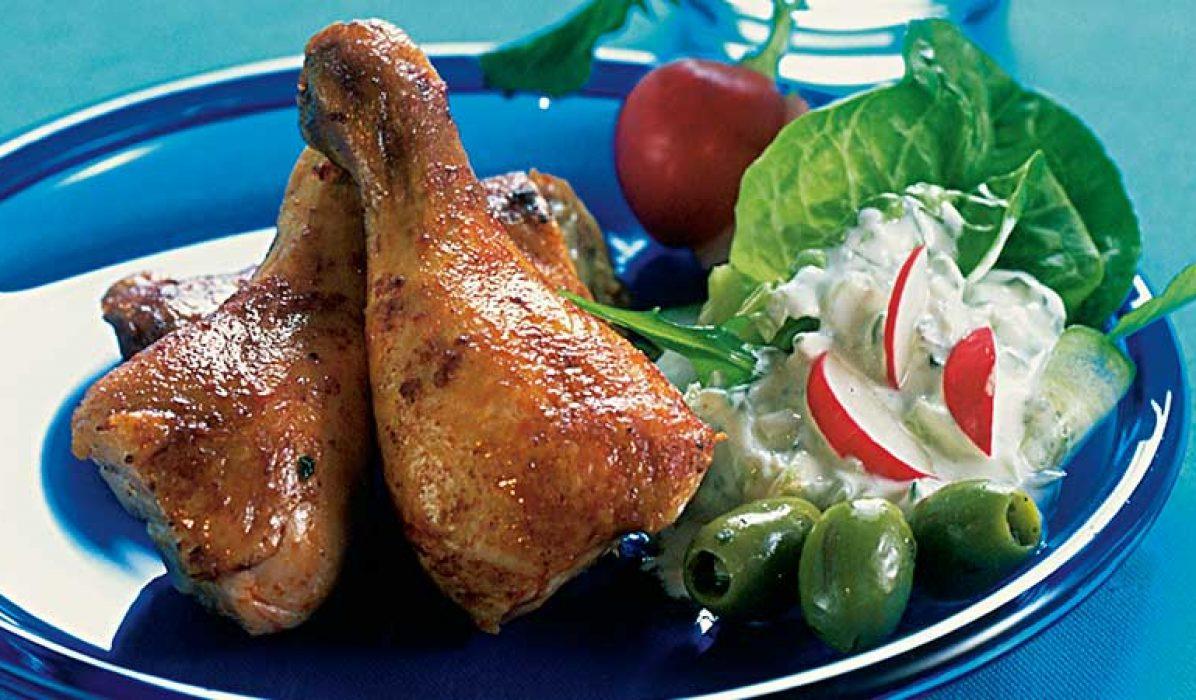 Grillede-kyllinglår-med-hvit-agurksalat-1