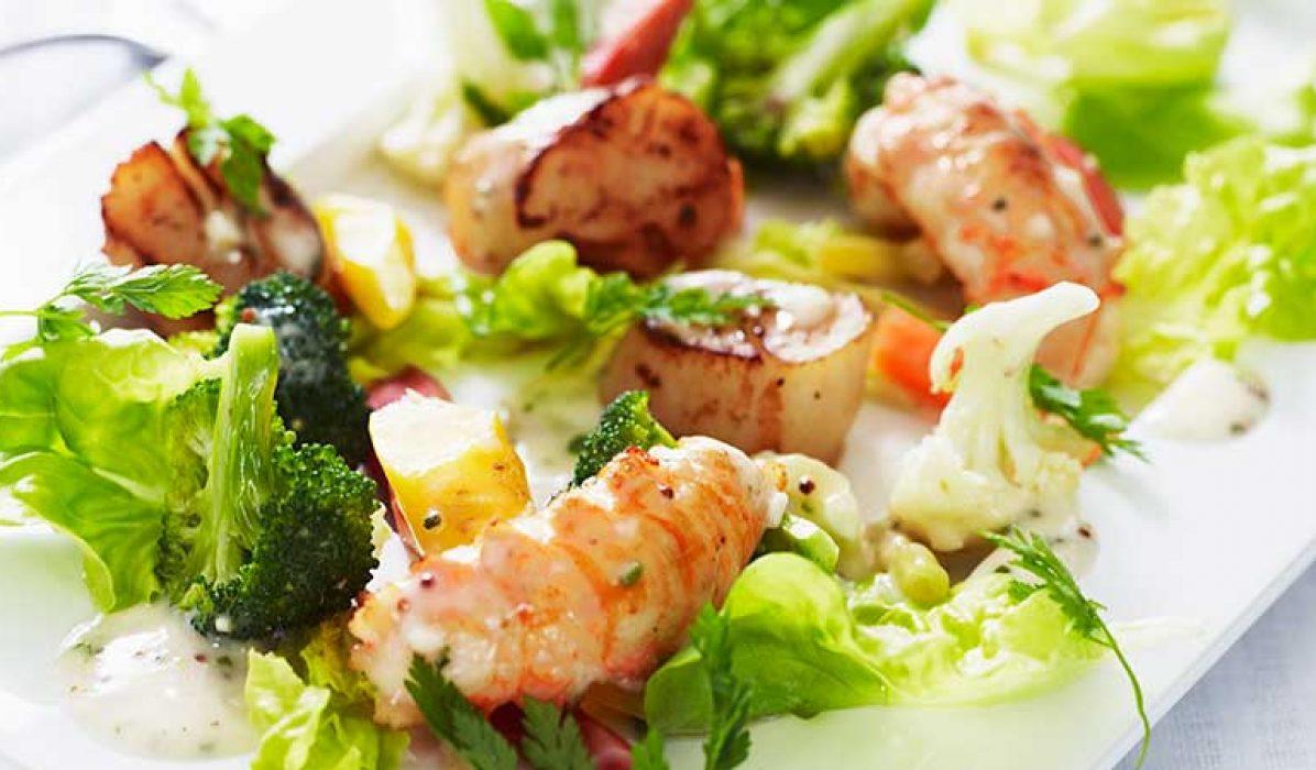 Grillet-kamskjell-og-sjøkreps-med-varm-salat-1