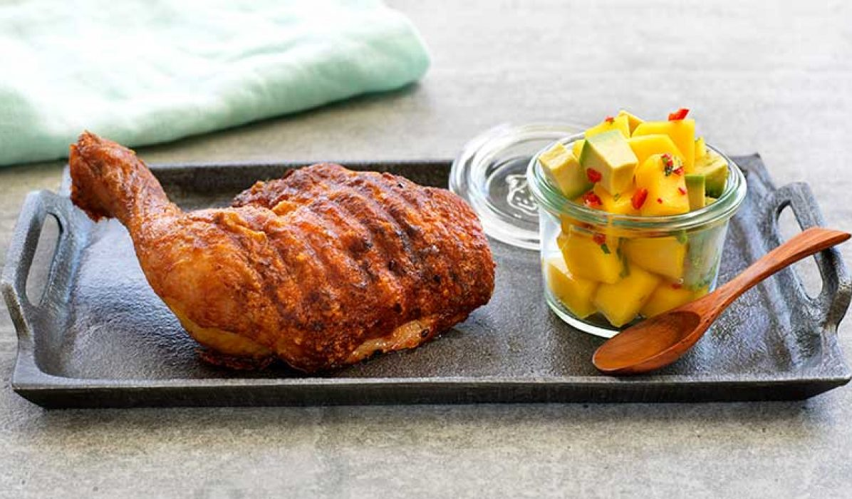 Grillet-kyllinglår-med-mango-og-avokadosalat-1