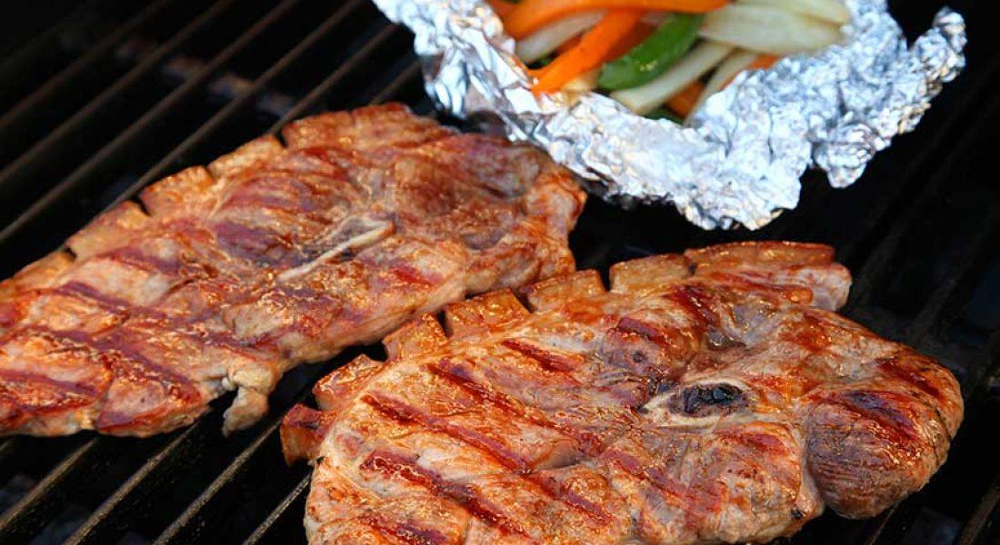 Grillet-svinebog-med-grønnsakspakker-1