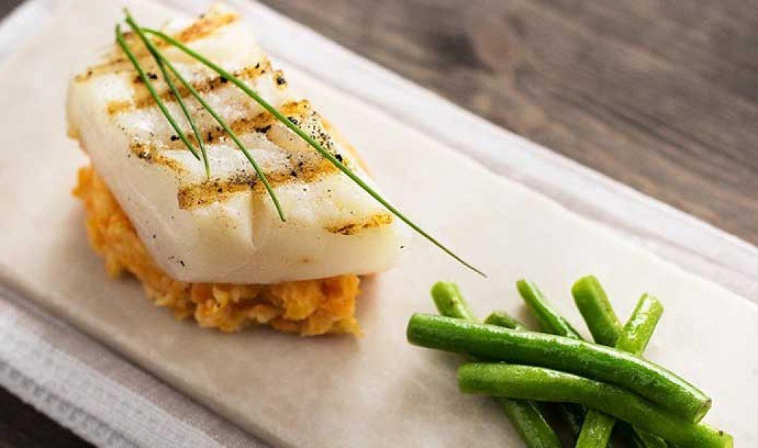 Grillet-torskeloin-med-søtpotetmos-og-aspargesbønner-1