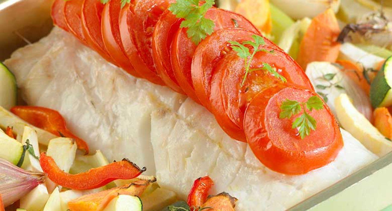 Hel-torskefilet-i-ovn-med-grønnsaker-1