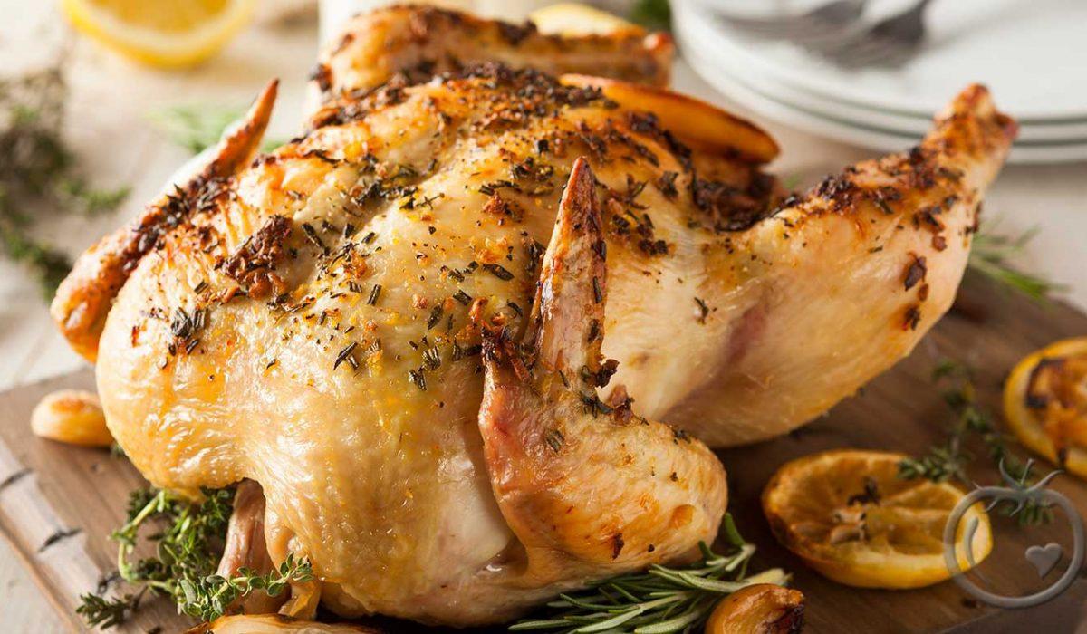 Helstekt kylling med hvitløk og sitron