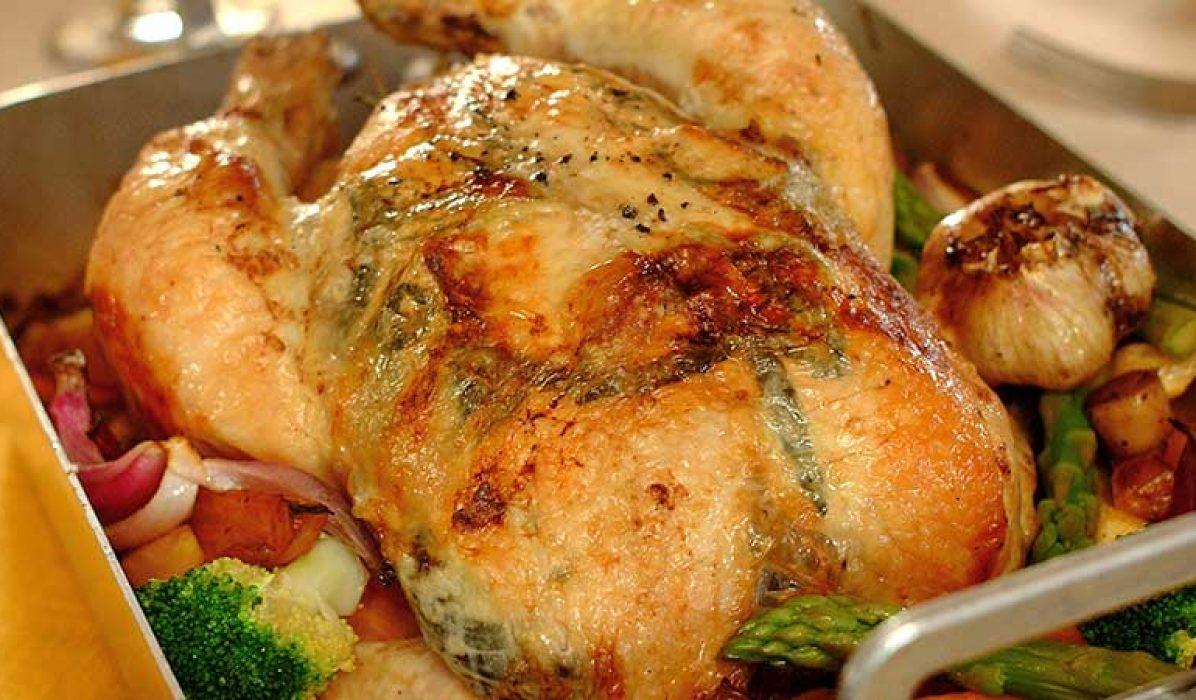 Helstekt-kylling-på-rotgronnsaker-1