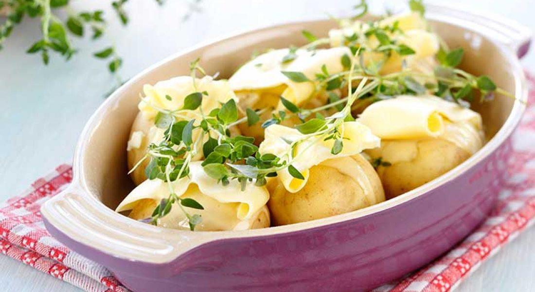 Helstekte-poteter-med-hvitløk-og-timian-1