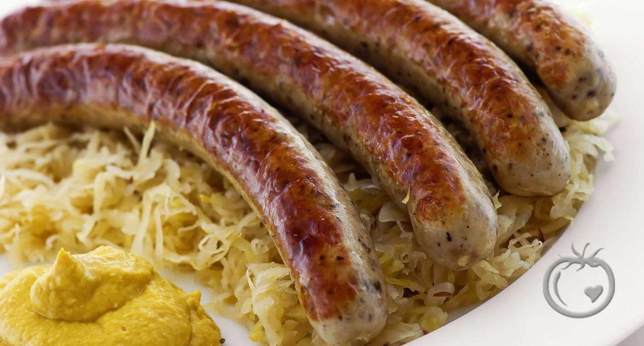 Hjemmelagde-urøkt-bratwurst-