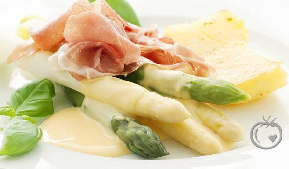 Hvit og grønn asparges med hollandaise