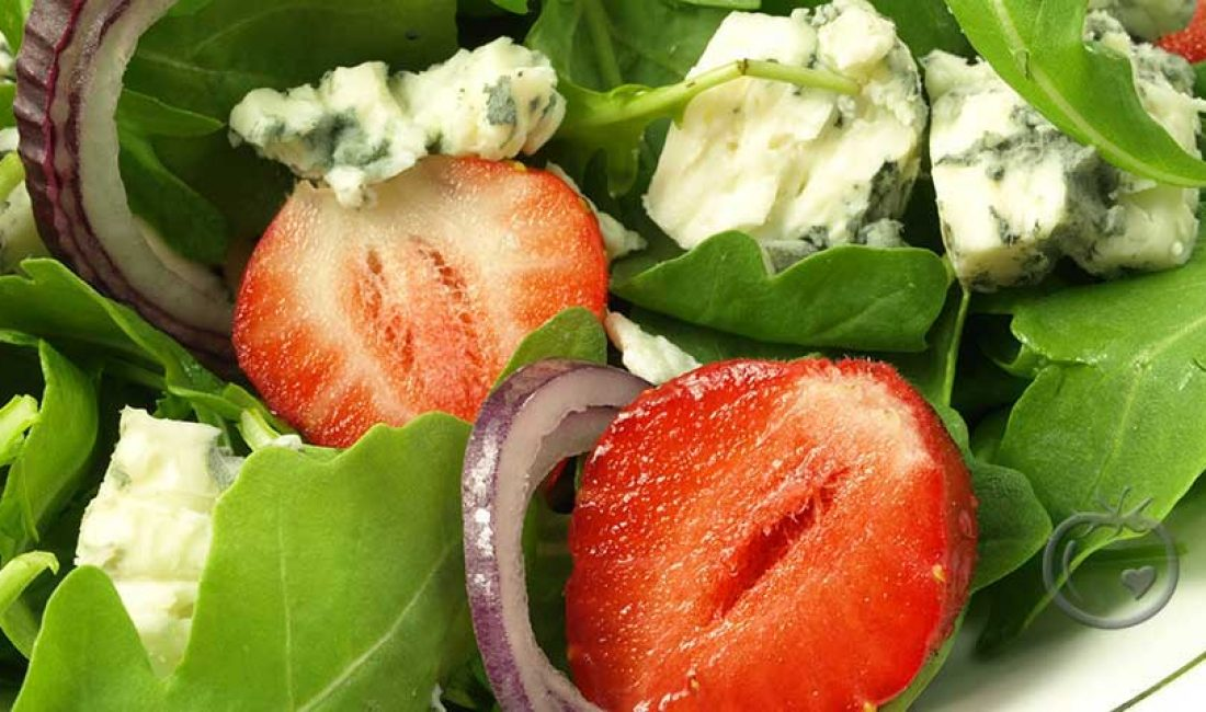 Jordbærsalat-med-blåskimmelost