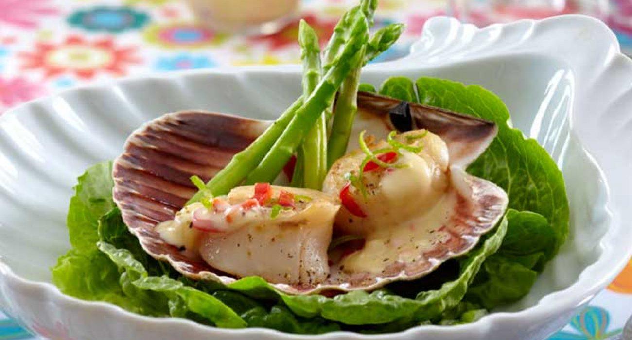 Kamskjell-med-chili-hvitløk-og-asparges-1
