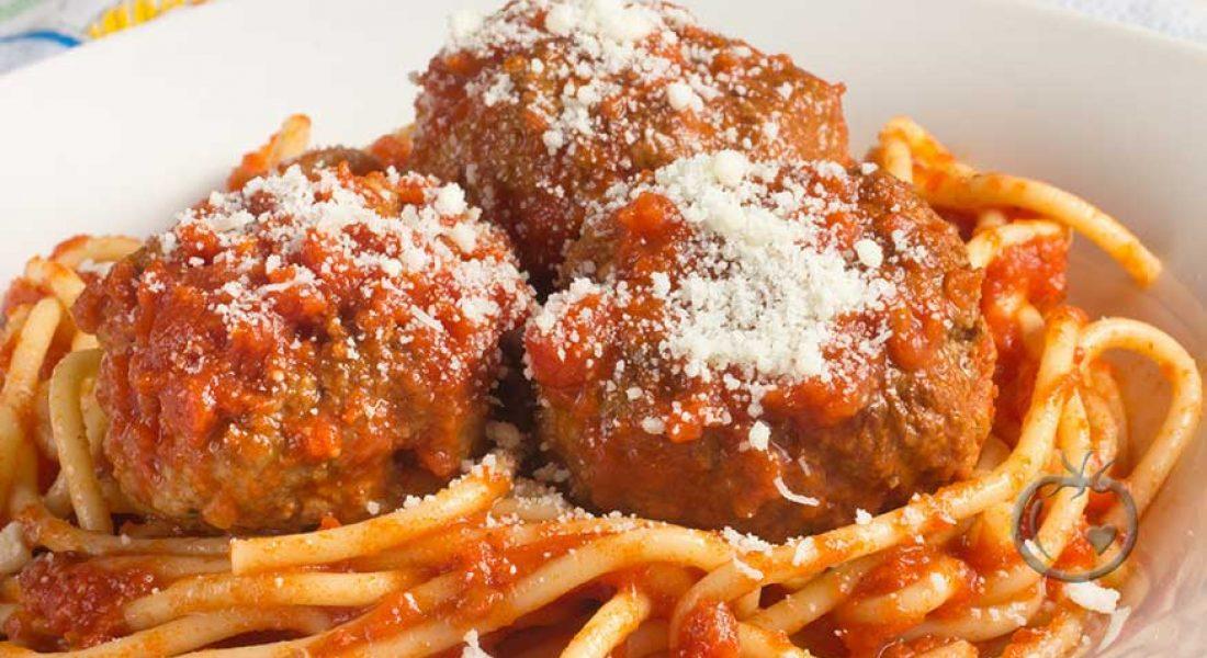 Kjøttboller med tomatsaus og parmesan