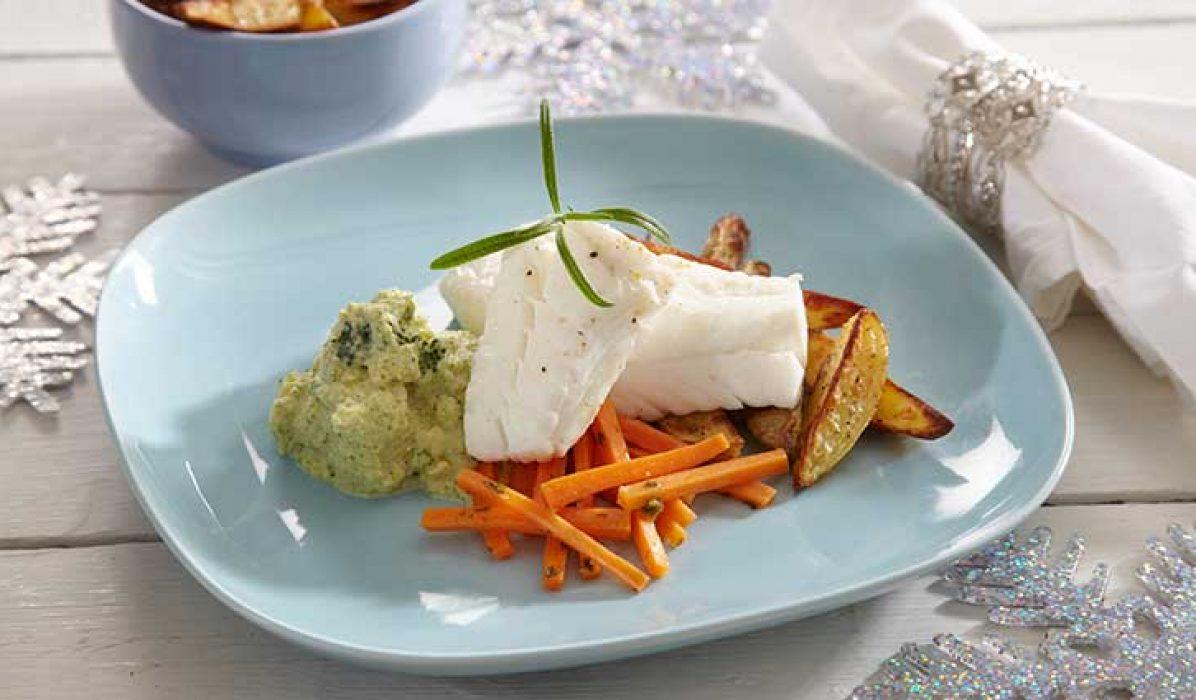 Kokt-torsk-med-brokkolimos-og-glaserte-gulrøtter-1