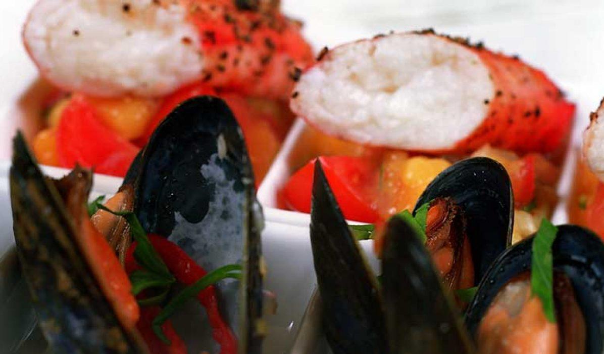 Kongekrabbe med blåskjell og salsa fresca