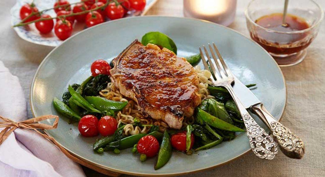 Koteletter-med-varm-salat