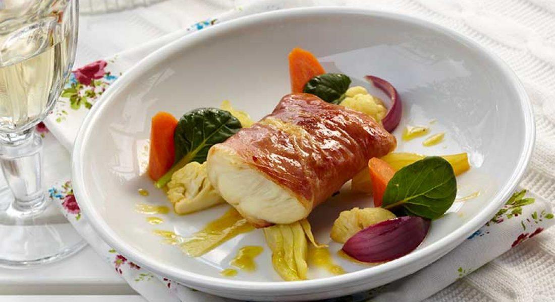 Kveite-i-spekeskinke-med-grillede-grønnsaker-2-1