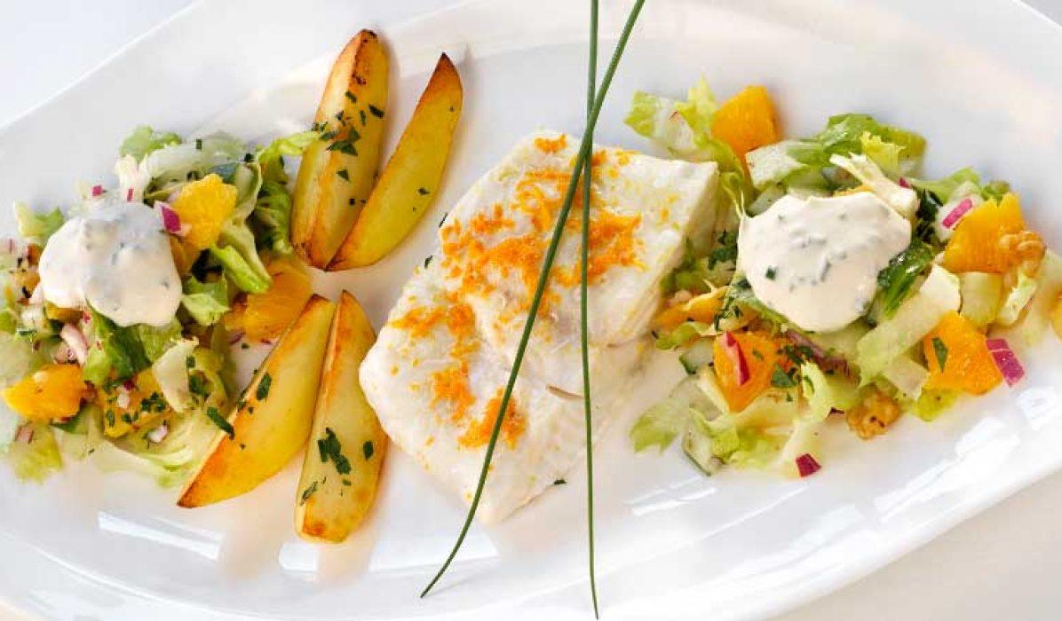 Kveite-med-frisk-salat-og-pepperrotkrem-1-1