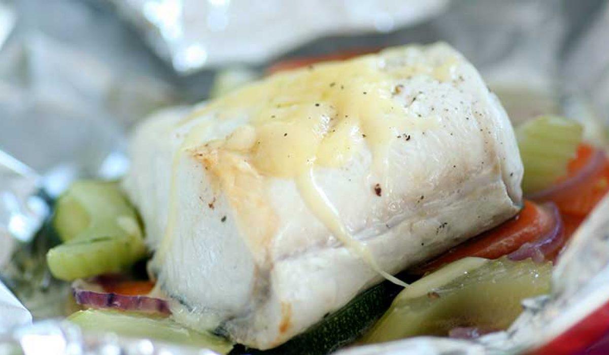 Kveite-med-grønnsaker-bakt-i-folie-1-1