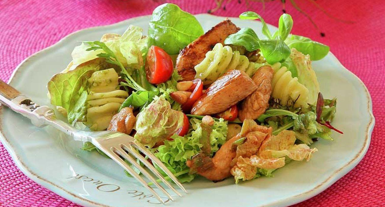 Kylling-og-pastasalat-med-pesto