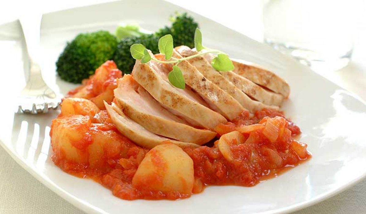 Kyllingfilet-med-poteter-i-tomatsaus-1
