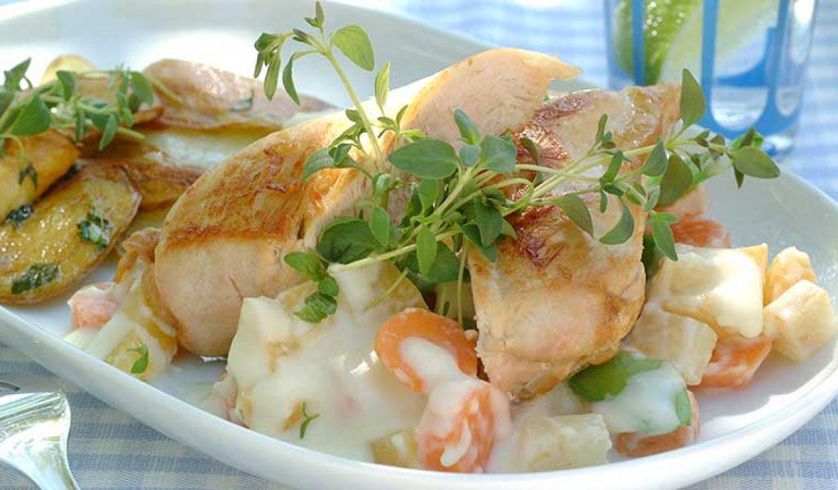 Kyllingfilet-paa-rotgrønnsaker-1