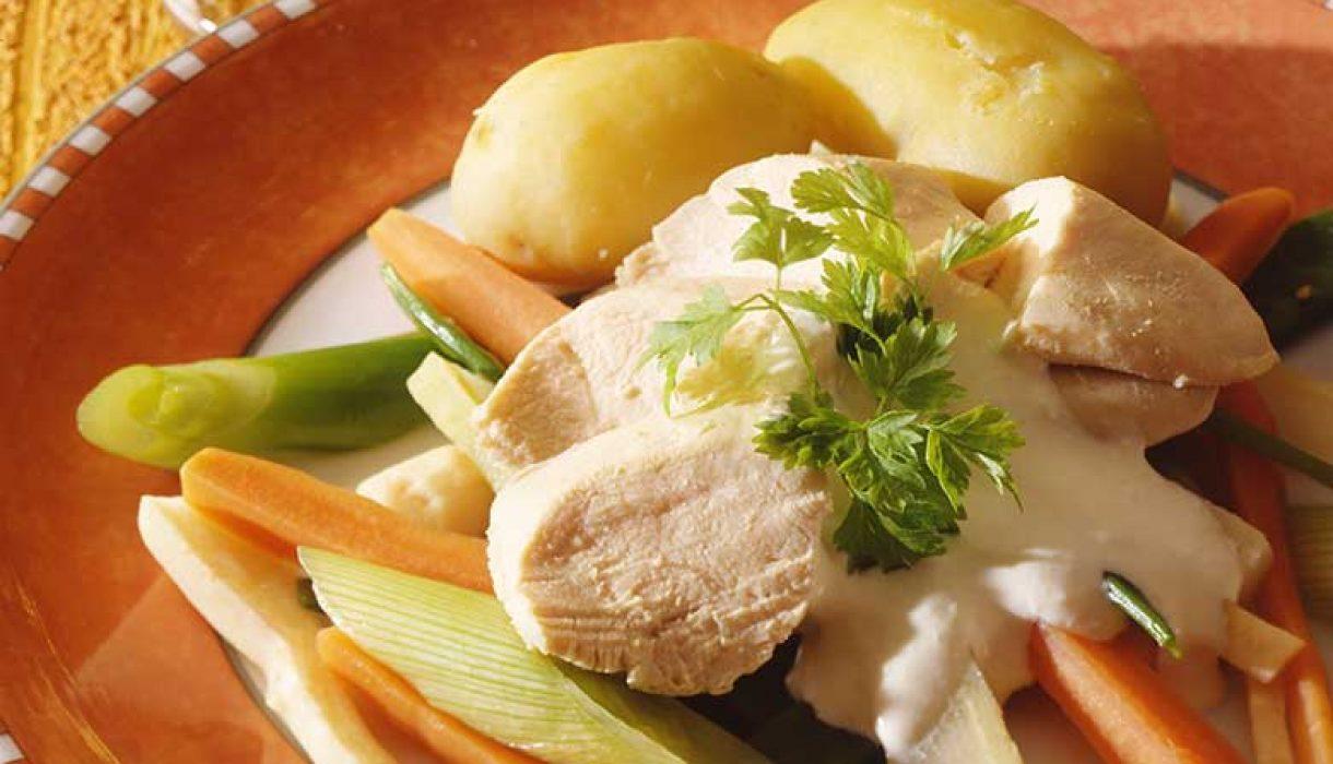 Kyllingfrikasse-med-pepperrotsaus-1