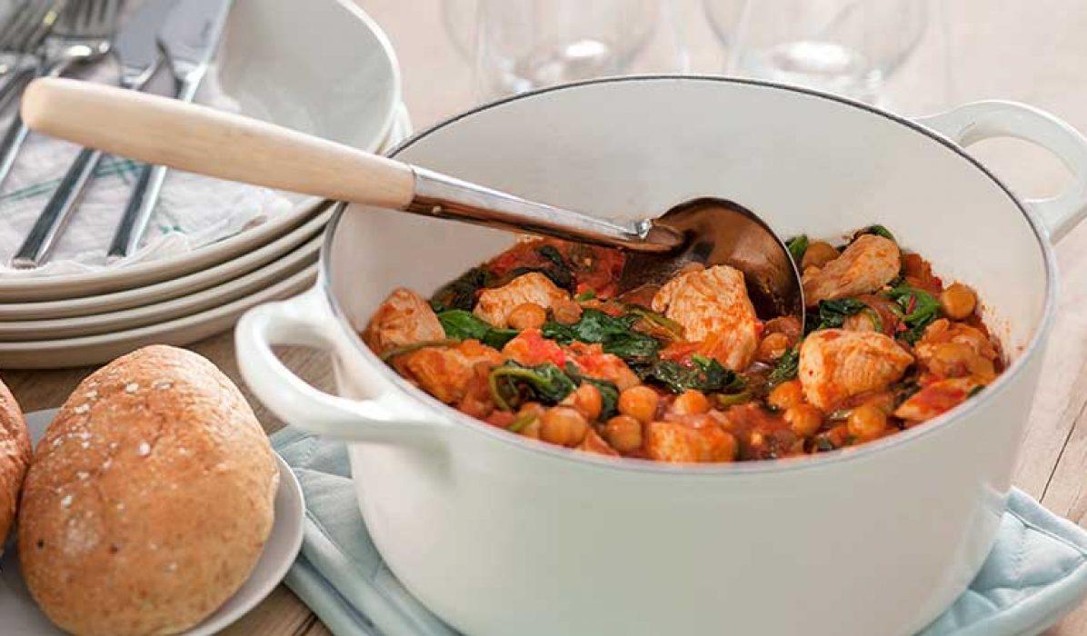 Kyllinggryte-med-kikerter-tomat-og-spinat-1