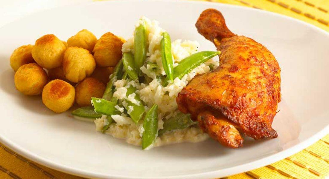 Kyllinglår-med-blomkålstappe-og-sukkererter-1-1