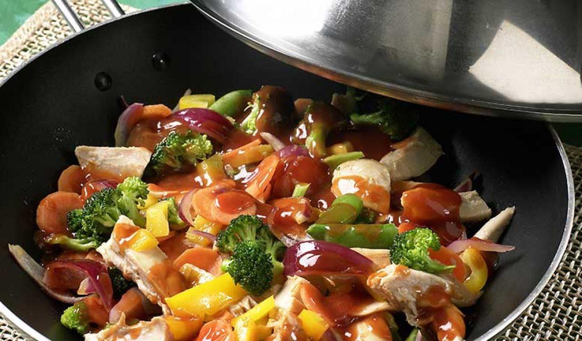 Kyllingwok med sursøt saus