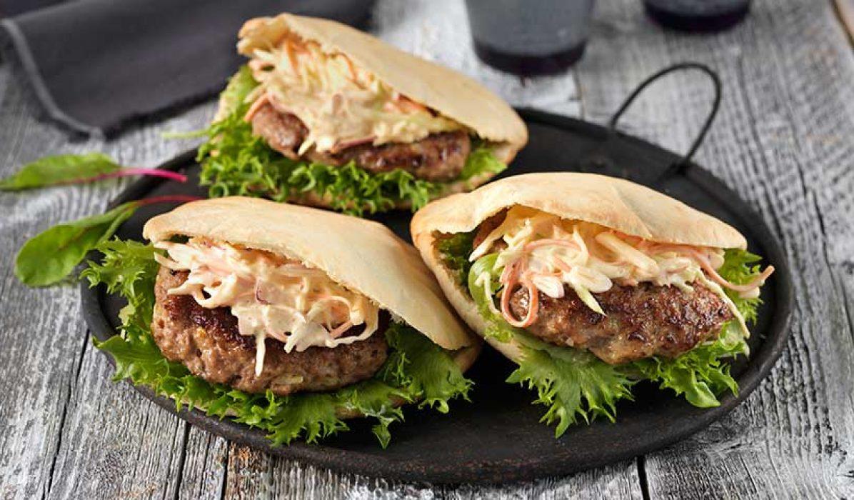 Lammeburger med eplecoleslaw