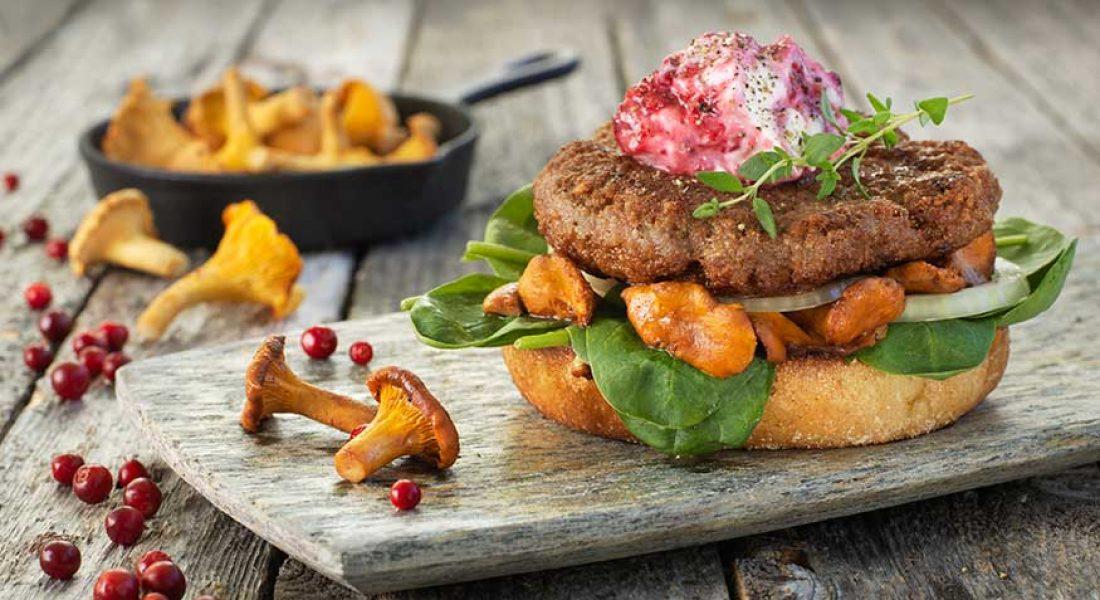 Lammeburger med sopp og tyttebærkrem