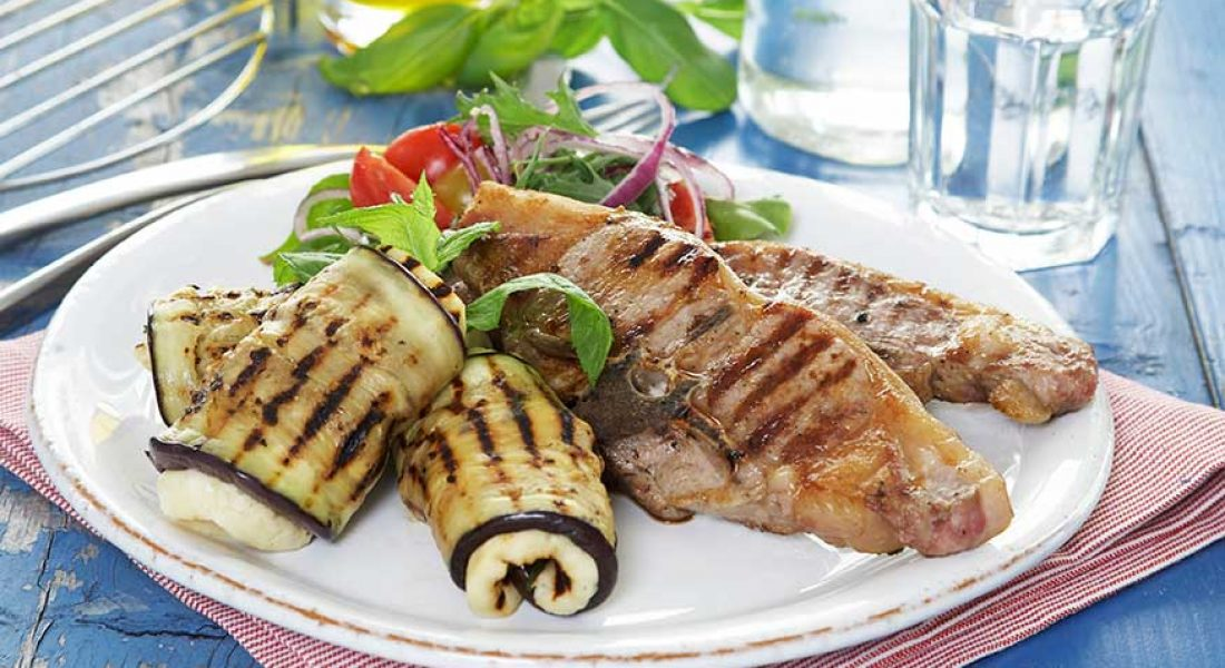 Lammekoteletter-med-halloumi-og-aubergineruller